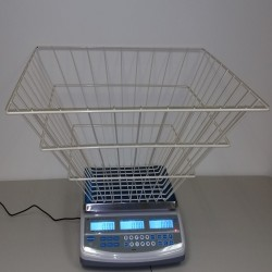 computing scale with wire basket